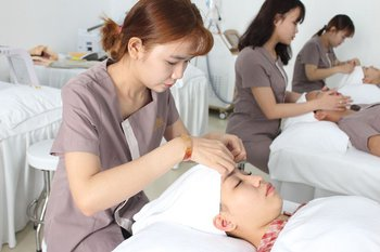 tại sao bạn nên chăm sóc da tại spa