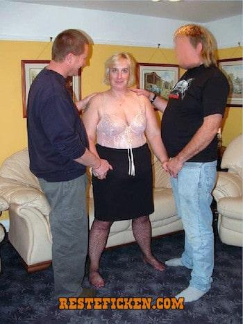 Hausfrauen gangbang