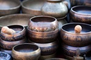 Les bol tibétains produisent des sonorités apaisantes tr-s efficaces
