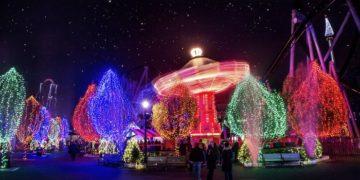 Hershey park lights up at chrismas time.