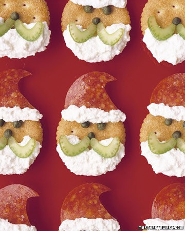 Santa Crackers Christmas Olive Wreath - 25 Amazing Christmas Party Appetizer Recipes! Fun Food Ideas and more for a Holiday Party. LivingLocurto.com