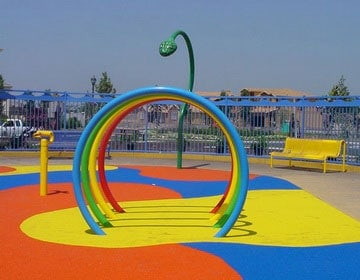 Резиновое покрытие детских площадок стоимость.