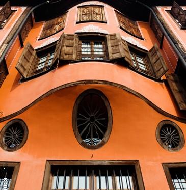 Fachada casa antigua de la ciudad de Plovdiv
