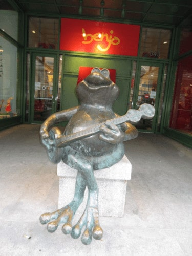 The benjo frog in st. Roche.