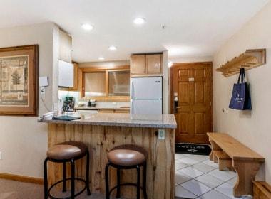 107-kitchen-entry_2019