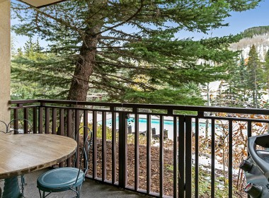112-antlers0vail-condo-balcony-2019