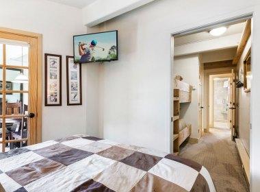 406.master-bedroom-2019
