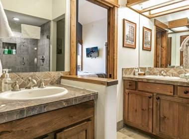 514 Master Bathroom