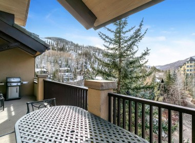 515-balcony-antlers-vail