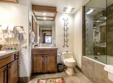 515-bathroom-antlers-vail