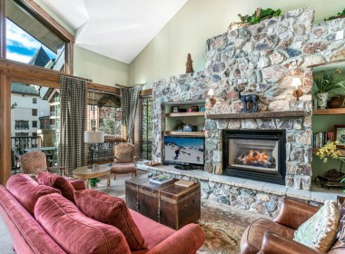 515-living-room-antlers-vail