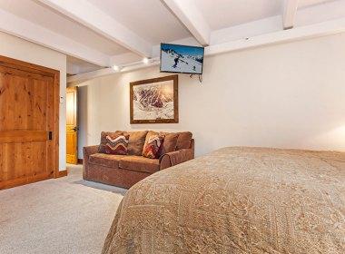 antlers-at-vail-302-2016-bedroom2