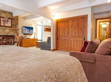 antlers-at-vail-302-2016-bedroom3
