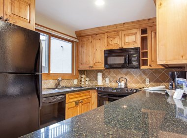 antlers-at-vail-302-2016-kitchen