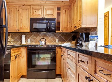 antlers-at-vail-302-2016-kitchen2