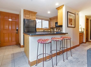 antlers-at-vail-302-2016-kitchen3