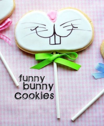 Funny bunny cookies on a stick by Munchkin Munchies | Living Locurto