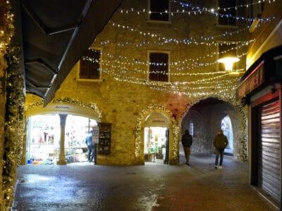 Weihnachtsbeleuchtung in Sirmione