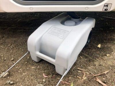 Grauwassertank mit Wassertrolley entleeren