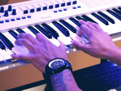 Choosing MIDI Keyboard for Home Recording Studio