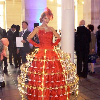 Femme serveuse Champagne