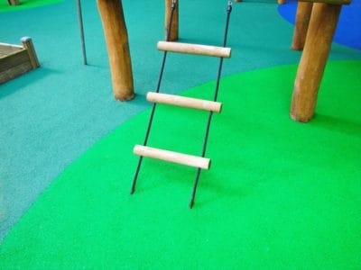 Безопасное покрытие для детской игровой площадки.