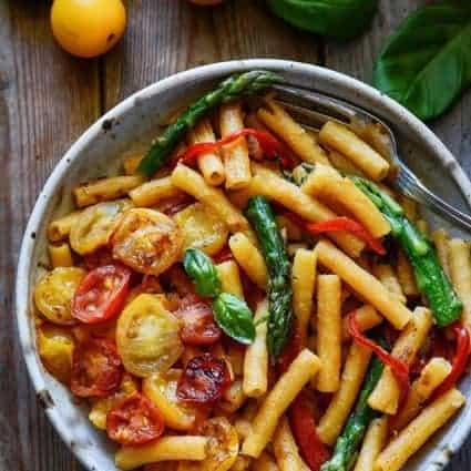 20-Minute Pasta with Asparagus, Bell Pepper and Tomatoes
