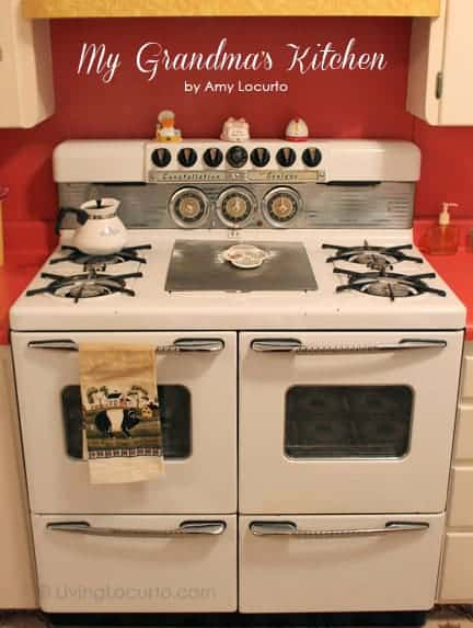 Take a home tour of Amy from Living Locurto's Grandma's retro 1950's kitchen. Enjoy a moment of nostalgia! This cute retro kitchen is straight out of the 50's.