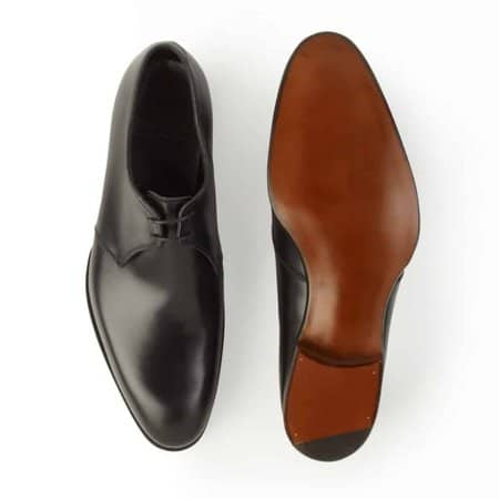 Alfred Sargent 109-read is clearly asymmetric, where the toe is far inwardly relative to the rest of the shoe. Picture: Unipair Top: Cleverley