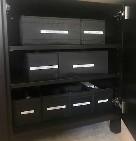 Organize a teen's bedroom: shelf organization