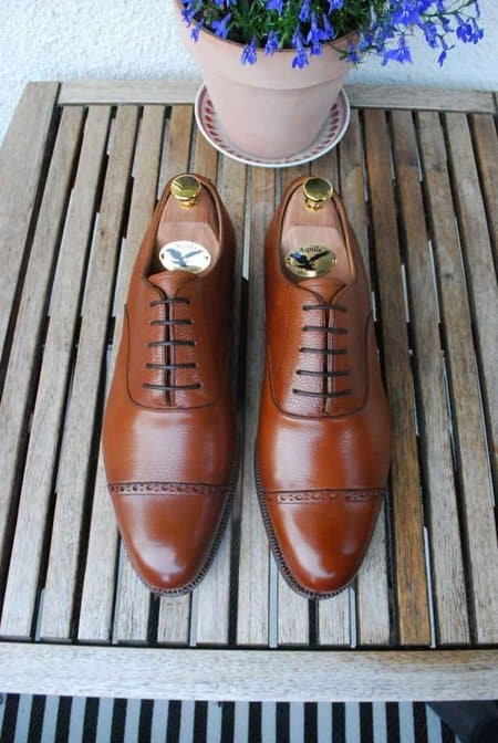 The Hiro last is a classic round last, quite English in style. As you may notice on this picture there is a slight color variation between the two shoes. Not something I care too much about though, since it's hardly noticable especially when worn.
