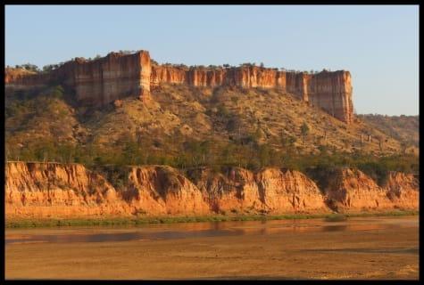 gonarezhou cliffs