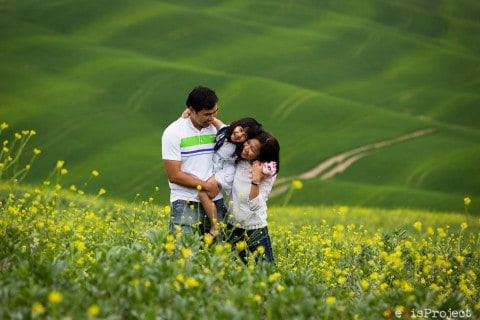 Springtime family photo session in Tuscany