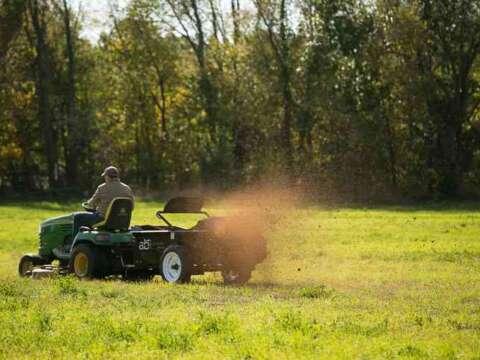 Lawnmower 25 ground drive manure spreader