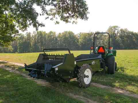 Tractor 85 ground drive manure spreader for pastures