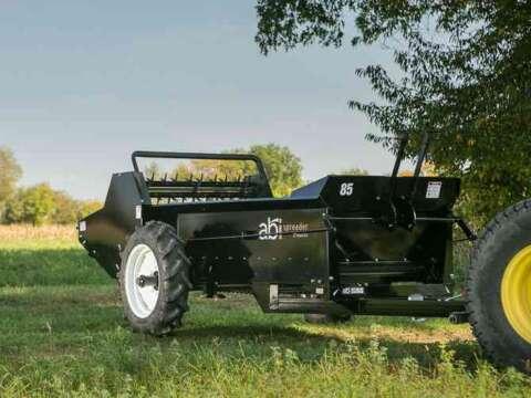Tractor 85 ground drive manure spreader manure management