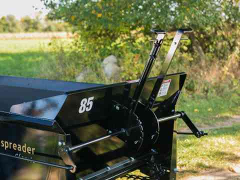 Pull behind 85 Ground drive manure spreader variable flow control