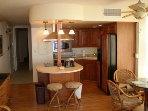 Kitchen with a mini bar in rattan furniture