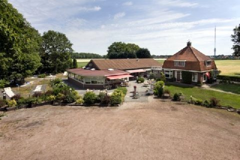 Luchtfoto restaurant midgetgolf De Nieuwe Bentepol Hoogersmilde