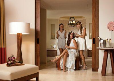 secrets-akumal-deal_wed_bride_dressingup_2a