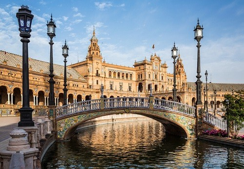Best Things To do and See in Seville Spain - Plaza de Espana | Winetraveler.com