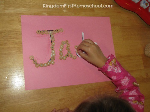 Fine motor skills activities Make Your Name with Cheerios