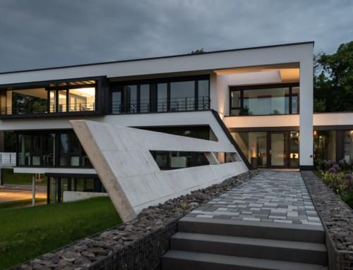 Modernes Bürogebäude mit großer Technik- und Lagerhalle als Headquarter einer Tiefbaufirma in Kassel
