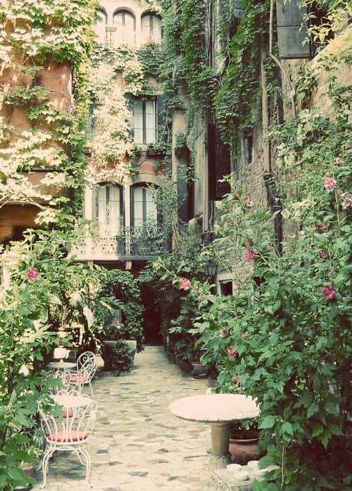 Romantic Vacation Ideas in Venice Italy. Travel tips by LivingLocurto.com
