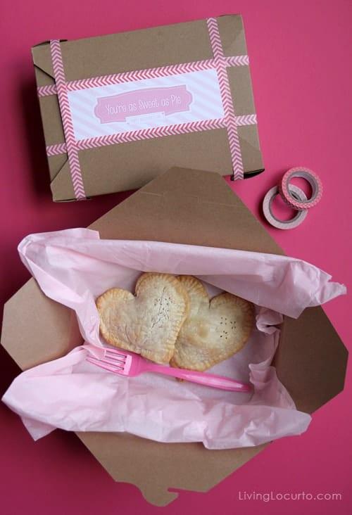 Chocolate Chip Oreo Cookie Mini Heart Pie | Valentines Day Recipe | Living Locurto | free printables