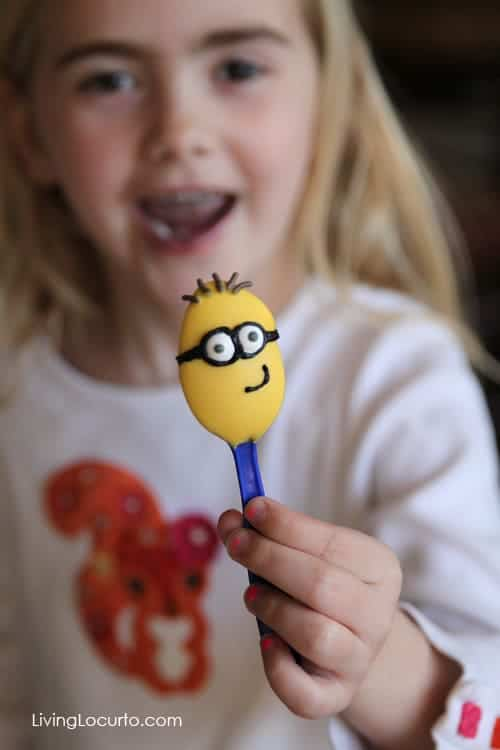 Cute Minions Food! Fun DIY ideas for a Minions Party or Despicable Me Minion Themed Birthday Party. LivingLocurto.com