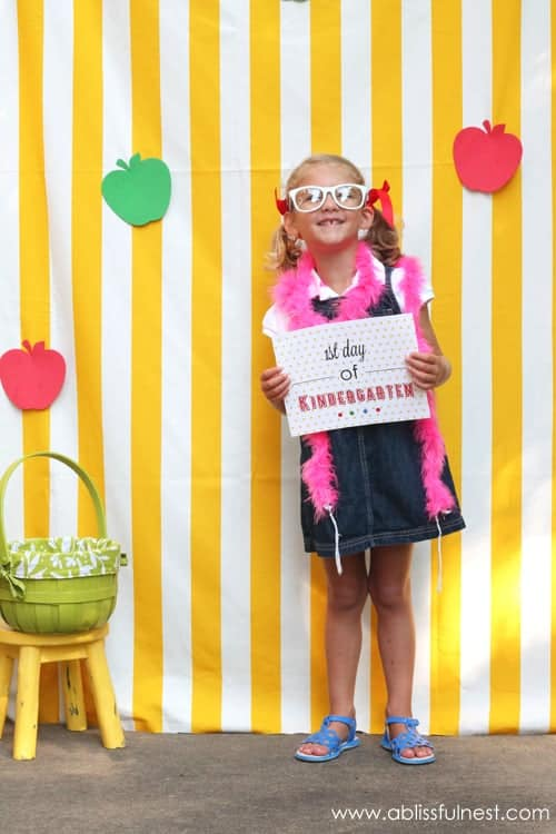 Back to school signs for the 1st day of school. Fun photo booth ideas for kids. Download these free printable signs for each grade to make fun memories.