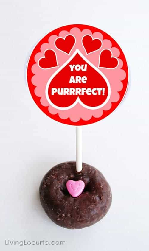 How to make kitty cat donuts. Fun food idea with Free Printable Valentine's Day Tags.  LivingLocurto.com