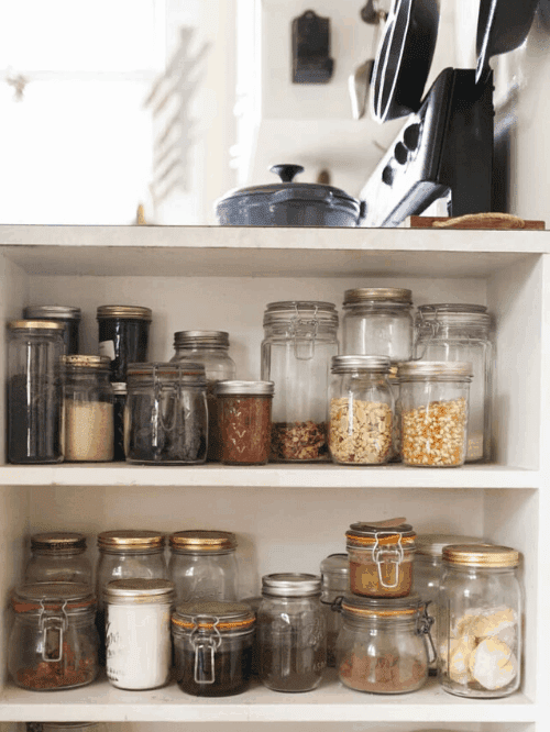 using jars to organize your kitchen