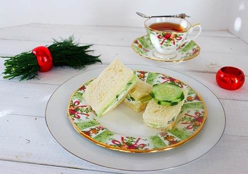 Cucumber Dill Tea Sandwich. A refreshing cucumber tea sandwich with a dill cream cheese spread. #cucumber #tea #sandwich #southernfood